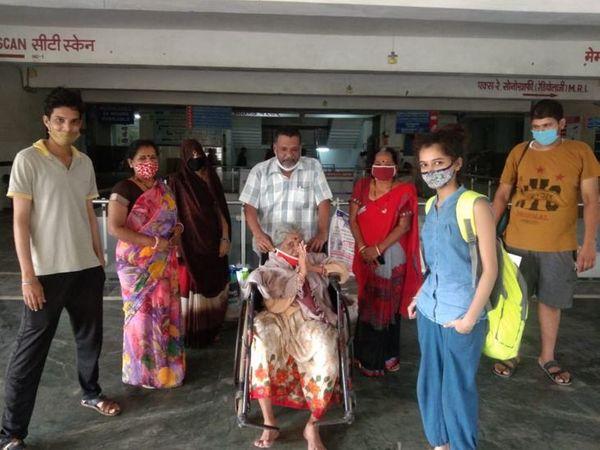 90 साल की बुजुर्ग महिला ने भी कोरोना को मात दिया। - Dainik Bhaskar