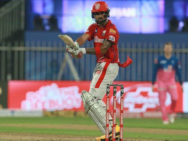 अब तक इस सीजन में 222 रन के साथ पंजाब के कप्तान लोकेश राहुल के पास ऑरेंज कैप है।