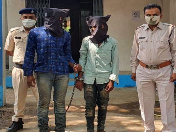 आरोपियों ने चोरी की बाइक से लूट की वारदात को अंजाम दिया था। - Dainik Bhaskar