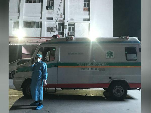 हाथरस में गैंगरेप की शिकार दलित लड़की को दिल्ली के सफदरजंग अस्पताल के आईसीयू में शिफ्ट किया गया था।