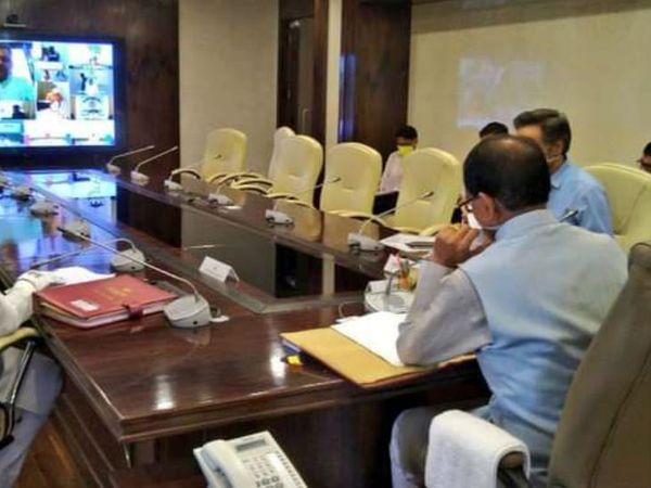 मध्यप्रदेश में उप चुनाव की घोषणा होने के पहले ही कैबिनेट की बैठक में कई घोषणाएं की गईं। - Dainik Bhaskar