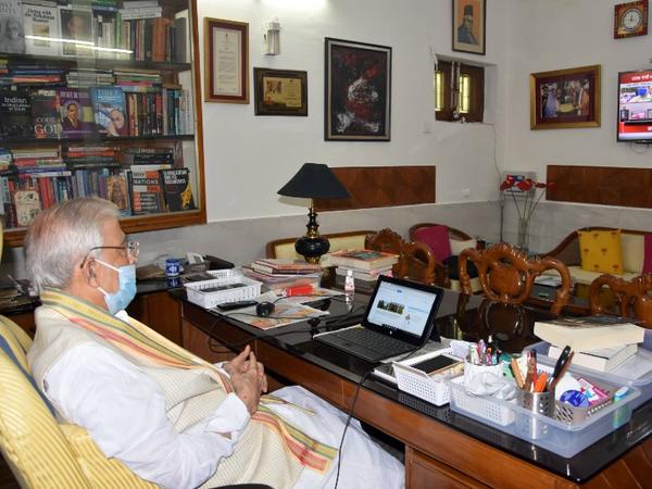 मुरली मनोहर जोशी भी कोर्टरूम में वीडियो कॉन्फ्रेंसिंग से जुड़े थे।