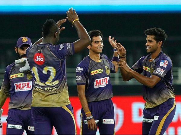 कोलकाता के तेज गेंदबाज कमलेश नागरकोटी और शिवम मावी ने 2-2 विकेट लिए। - Dainik Bhaskar