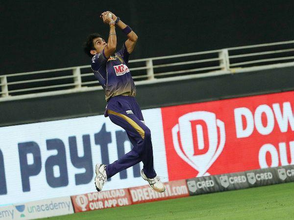 कोलकाता के कमलेश नागरकोटी ने भी बाउंड्री पर जयदेव उनादकट का शानदार कैच लिया।