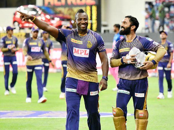 मैच जीतने के बाद कोलकाता के कप्तान दिनेश कार्तिक और ऑलराउंडर आंद्रे रसेल।