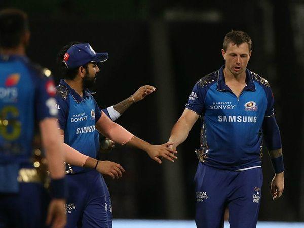 जेम्स पैटिंसन ने भी शानदार गेंदबाजी की। उन्होंने 4 ओवर में 28 रन देकर 2 विकेट लिए।