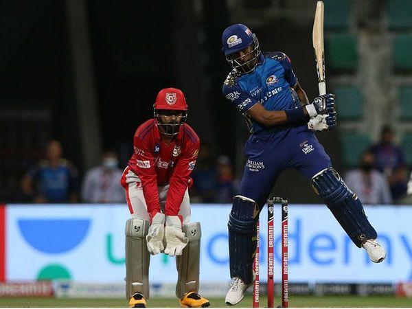 हार्दिक पंड्या ने धमाकेदार बल्लेबाजी की। पंड्या ने 11 बॉल पर 33 रन बनाए। इस दौरान उन्होंने 3 चौके और 2 छक्के जड़े।