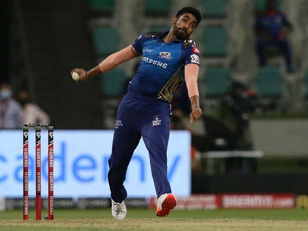 जसप्रीत बुमराह ने शानदार गेंदबाजी करते हुए 4 ओवर में 18 रन देकर 2 विकेट लिए।