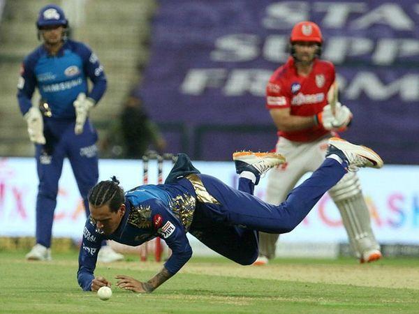 राहुल चाहर ने भी दो विकेट लिए। उन्होंने लोकेश राहुल और ग्लेन मैक्सवेल को आउट किया।