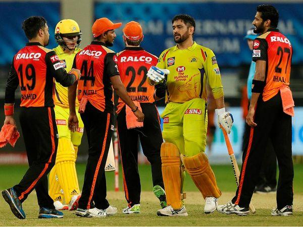 हैदराबाद के खिलाफ हारने के बाद चेन्नई के कप्तान महेंद्र सिंह धोनी। - Dainik Bhaskar