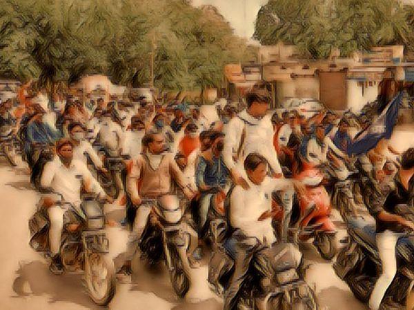 चुनाव के समय राजनीतिक दल इस तरह से रैलियां निकालते हैं। बाइक रैलियों में ज्यादातर युवकों को बुलाने का ठेका राजनीतिक दल देते हैं।- फाइल फोटो - Dainik Bhaskar