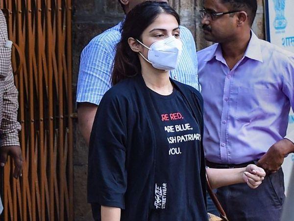 रिया को नारकोटिक्स ब्यूरो ने 8 सितंबर को गिरफ्तार किया था। (फाइल फोटो) - Dainik Bhaskar