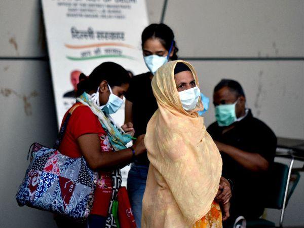 यह फोटो कॉमनवेल्थ गेम्स विलेज कोविड सेंटर की है। दिल्ली अब तक 2.95 लाख से ज्यादा लोग संक्रमित हैं, जबकि 5581 की जान जा चुकी है। - Dainik Bhaskar