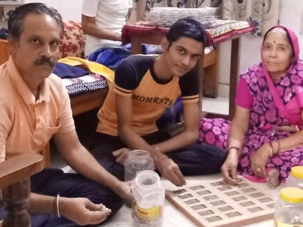 अमित ने बिजनेस अपने घर से ही शुरू किया। पूरा परिवार काम में हाथ बंटाता है। - Dainik Bhaskar