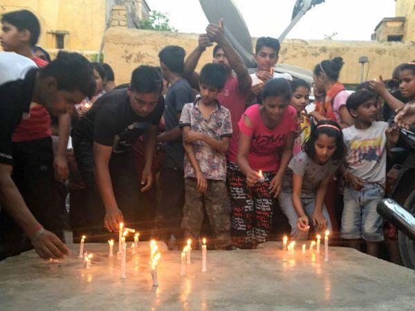 इस घटना के विरोध में देशभर में प्रदर्शन हुए थे, लोगों ने कैंडल जलाकर इंसाफ की मांग की थी।