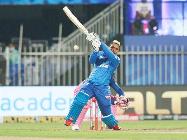 बल्लेबाजी में भी शिमरॉन हेटमायर ने छठे नंबर पर उतरकर 24 बॉल पर 45 रन की पारी खेली।