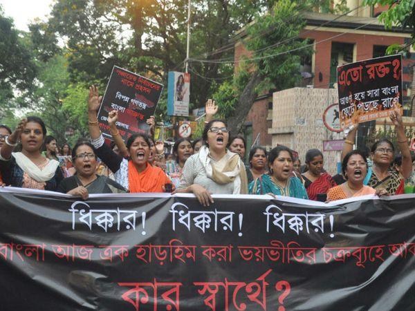 पश्चिम बंगाल में हो रही हिंसा के विरोध में भाजपा की महिला कार्यकर्ताओं ने भी प्रदर्शन किया था।