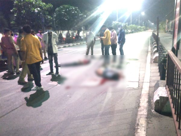 कार ड्राइवर ने दोनों युवकों के पीछे से टक्कर मारी थी। - Dainik Bhaskar
