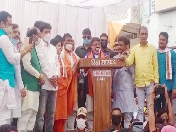 भाजपा महासचिव कैलाश विजयवर्गीय ने सांवेर की सभा चुन्नू-मुन्न् कहा था। - Dainik Bhaskar