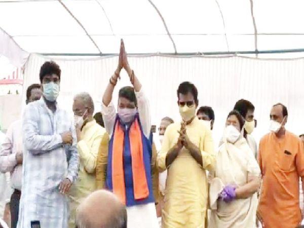 भाजपा महासचिव ने सिलावट को जिताने के लिए कसम दिलवाई।