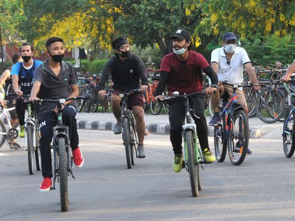 सबसे बड़ी बात यह है कि ज्यादा लोग पहली बार साइकिल खरीद रहे हैं। - Dainik Bhaskar