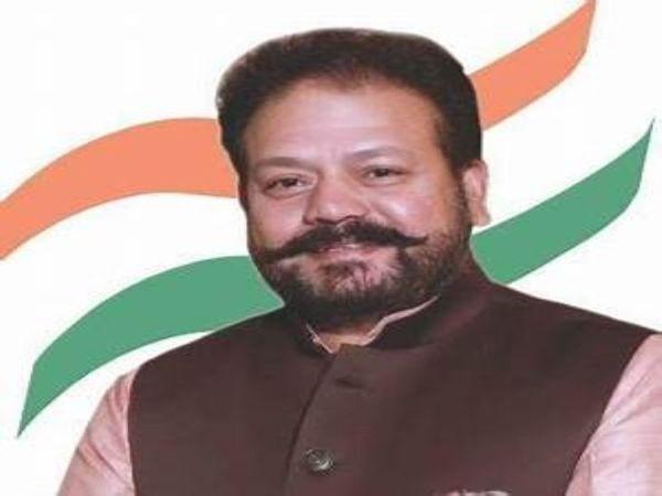 कांग्रेस से पार्षद व नगर निगम के विपक्ष नेता देविंदर बबला सहित कांग्रेस के अन्य पार्षदों ने बुधवार को मेयर राज बाला मलिक को एक चिट्ठी लिखी है। - Dainik Bhaskar