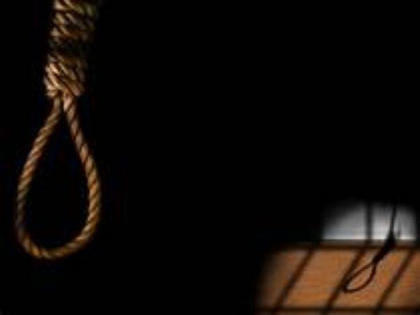 रश्मि उम्र 25 पत्नी नरिंदर कुमार निवासी छत्तीसगढ़ की निवासी थी जिसका पति मामून कैंट पठानकोट में सैनिक है और लांस नायक के पद पर कार्यरत है। - Dainik Bhaskar