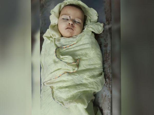 बठिंडा के रामपुरा फूल में मोर्चरी में रखी दीवार पर पटककर मारी गई 6 महीने की बच्ची एकनूर की लाश। - Dainik Bhaskar