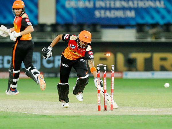 आउट होने से पहले मनीष पांडे ने 3 बॉल पर सिर्फ 4 रन ही बनाए।