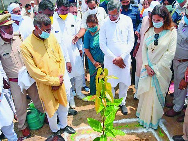 कोहली स्थित मॉडल संस्कृति स्कूल का उद्घाटन करने पहुंचे थे मंत्री कंवरपाल गुर्जर। फाइल फोटो। - Dainik Bhaskar