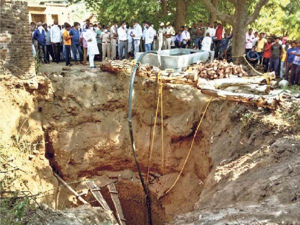 ये है मौत का कुआं - Dainik Bhaskar