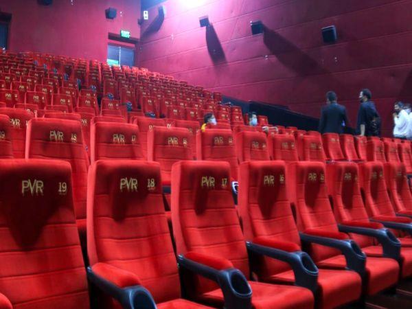 15 अक्टूबर से देशभर में सिनेमाहाल खुल रहे हैं, लेकिन राजधानी भोपाल में सिंगल स्क्रीन सिनेमा हाल बंद रहेंगे, वहीं मल्टीप्लेक्स में केवल औरा मॉल का पीवीआर खुल रहा है, जहां पर तापसी पन्नू की फिल्म 'थप्पड़' दिखाई जाएगी। ये फिल्म लॉकडाउन से पहले रिलीज हुई थी। - Dainik Bhaskar