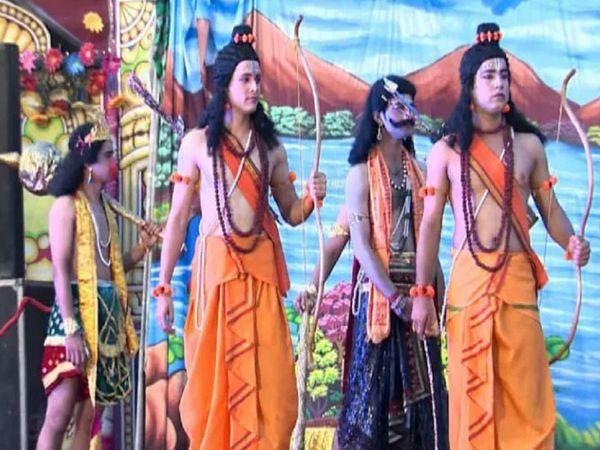 उत्तर प्रदेश में राम की नगरी में कोरोना महामारी के चलते इस बार रामलीला का लाइव टेलिकास्ट किया जाएगा जिसे देखने योगी भी पहुंचेंगे। प्रतिकात्मक फोटो - Dainik Bhaskar