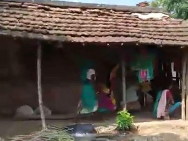 घटना के बाद रोते बिलखते पीड़ित परिजन। घटना के बाद परिजनों ने शव को दफना दिया था - Dainik Bhaskar