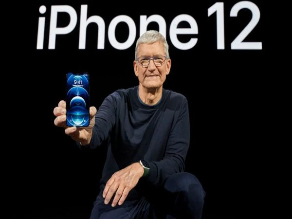 कंपनी ने मंगलवार देर रात को कैलिफोर्निया के क्यूपर्टिनो स्थित एपल हेडक्वार्टर में हुए 'हाईस्पीड' इवेंट में आईफोन 12, आईफोन 12 मिनी, आईफोन 12 प्रो और आईफोन 12 प्रो मैक्स लॉन्च किया। - Dainik Bhaskar
