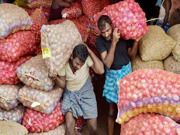 सितंबर में खाने-पीने की चीजों की महंगाई दर पिछले साल की तुलना में 6.92% बढ़ी है, जो अगस्त में 4.07% रही थी। - Dainik Bhaskar