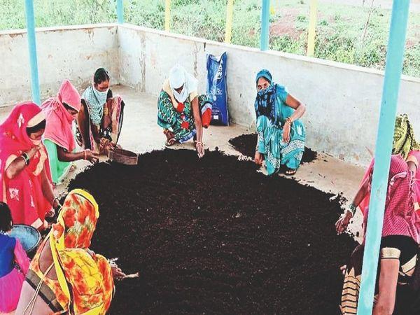 ग्रामीण क्षेत्र की महिलाएं अब आत्मनिर्भर होकर कर रही हैं काम। - Dainik Bhaskar