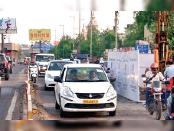 पीक ऑवर्स में यहां से गुजरते हैं तीन हजार वाहन - Dainik Bhaskar