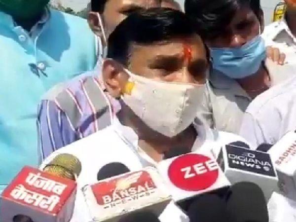 पूर्व विधायक नारायण पटेल ने नारेबाजी करने पर कहा कि ये तो घिसी-पिटी बातें हैं। - Dainik Bhaskar