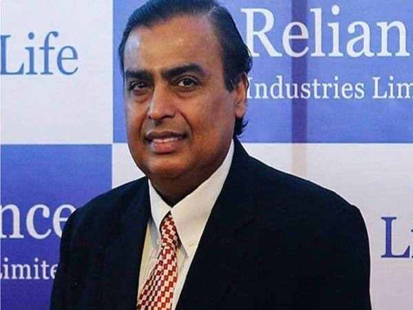 आरआईएल के चेयरमैन मुकेश अंबानी अब तक रिलायंस रिटेल की 7.28 फीसदी हिस्सेदारी बेच चुके हैं। - Dainik Bhaskar