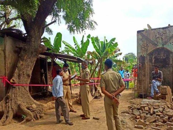 हत्या की वजह और आरोपियों के बारे में अभी जानकारी नहीं मिली है। पूरे गांव को सील कर लोगों से पूछताछ की जा रही है। - Dainik Bhaskar