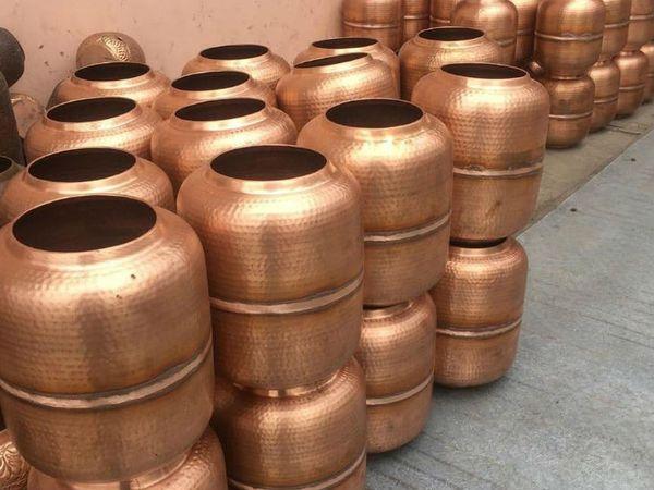 मुरादाबाद पीतल हस्तशिल्प के निर्यात के लिए प्रसिद्ध है। यहीं से पीतल के सामान विदेशों में जाते हैं।