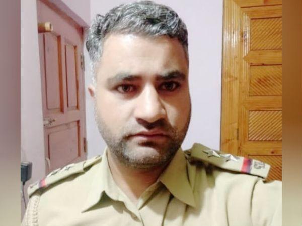 इंस्पेक्टर मोहम्मद अशरफ भट पुलवामा जिले के लेठपोरा में पुलिस ट्रेनिंग सेंटर में पोस्टेड थे। - Dainik Bhaskar