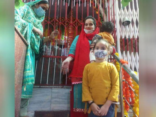 बाहरी राज्यों से आने वालों को कोरोना टेस्ट की निगेटिव रिपोर्ट लानी है और जम्मू-कश्मीर के नागरिकों का रैपिड टेस्ट कटरा में होगा।