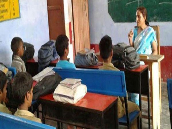 यूपी सरकार ने नए सहायक अध्यापकों को जल्द से जल्द उनके विद्यालय आवंटन के लिए दिशा निर्देश जारी किया है। - Dainik Bhaskar