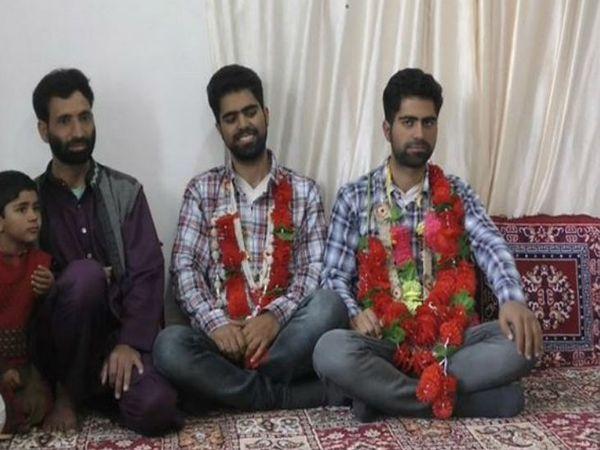 कुंजर के बटपोरा गांव के रहने वाले जुड़वां भाई गौहर बशीर और शाकिर बशीर ने इस बार नीट एग्जाम पास किया है।