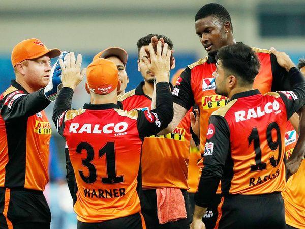 होल्डर ने रॉबिन उथप्पा को रन आउट कर हैदराबाद को पहली सफलता दिलाई।