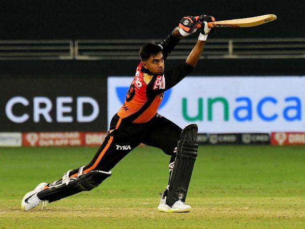 विजय शंकर ने 6 चौकों की मदद से नाबाद 52 रन की पारी खेली।