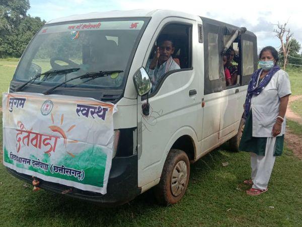मरीज की बीमारी की खबर मिलते ही गांव के ही वाहन मालिकों को बुलाया जाता है।