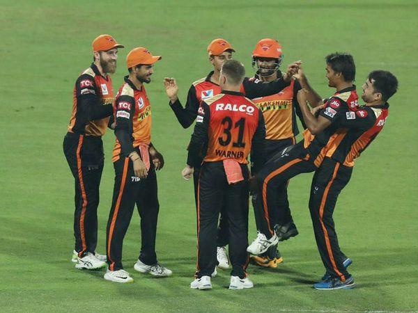 सनराइजर्स हैदराबाद ने सीजन में दूसरी बार रॉयल चैलेंजर्स बेंगलुरु को हराया। - Dainik Bhaskar